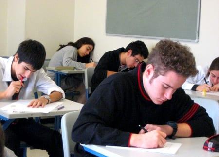 Los varones europeos abandonan antes los estudios