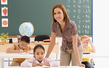 Aumenta el número de alumnos y disminuye el presupuesto en educación