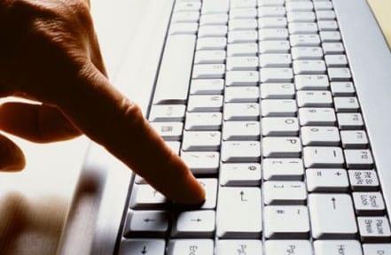 aprender mecanografía para evitar utilizar solo dos dedos de cada mano