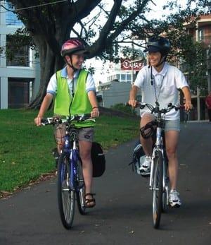 comportarse de manera cívica siendo conductores y peatones