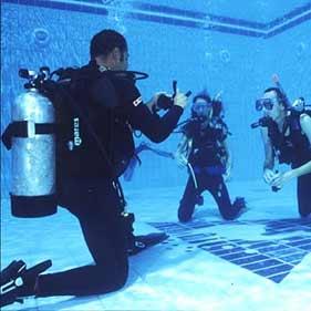 introducción al buceo y submarinismo, en piscina