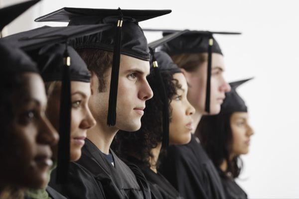 Las entidades privadas también conceden Becas para los estudiantes universitarios