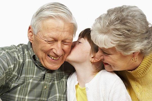 Padres y abuelos, dos formas distintas de enfocar la educación