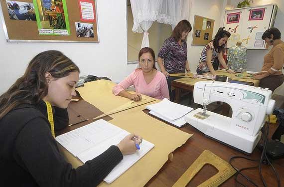 Bankia permitirá que los alumnos de la FP  Dual realicen prácticas en sus oficinas en Valencia