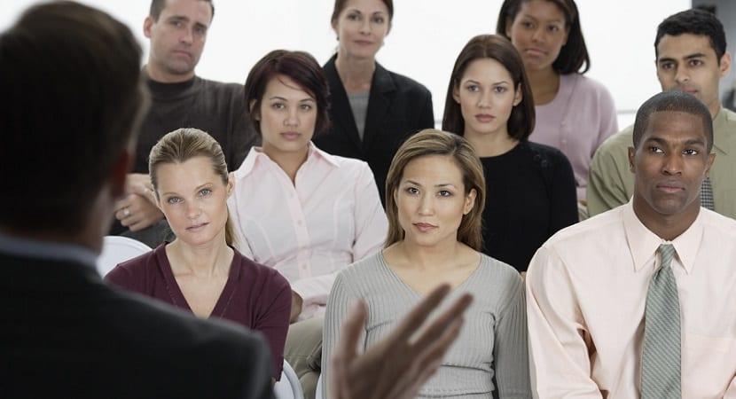 Cómo afrontar una entrevista de trabajo en grupo