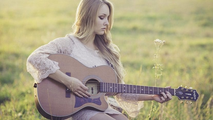 Aprender a tocar la guitarra para ser más feliz