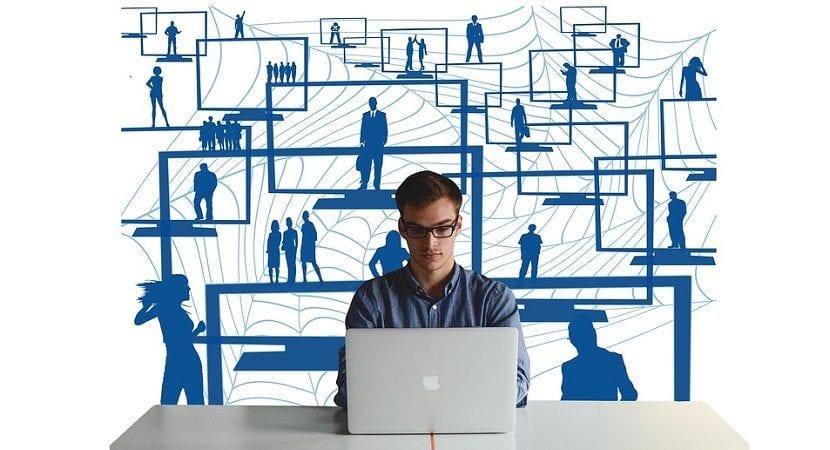 Hacer voluntariado, ¿cómo te beneficia en tu currículum?