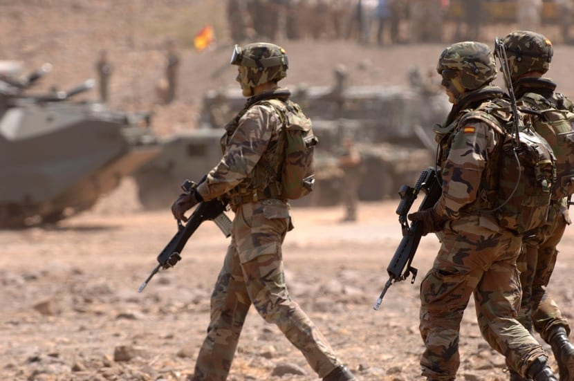 soldados del ejercito en una mision