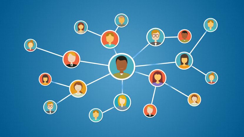 conexión entre personas en red profesional