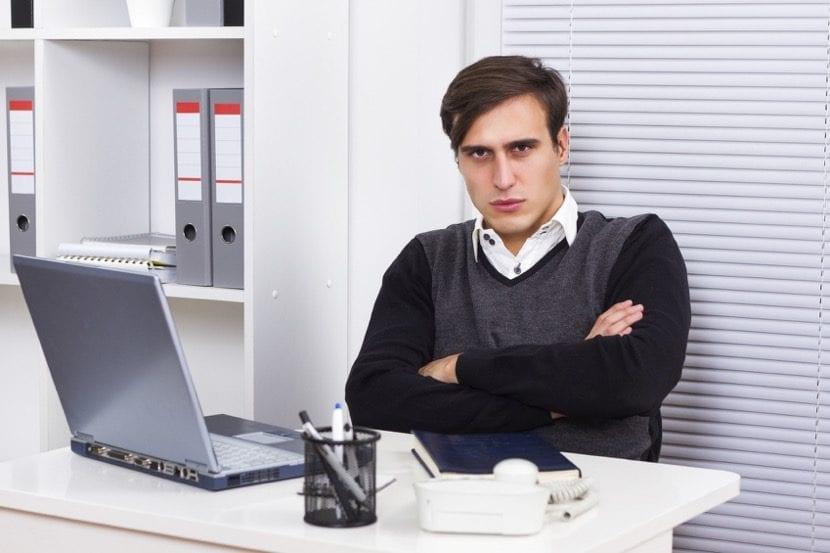 empleado desmotivado en el trabajo
