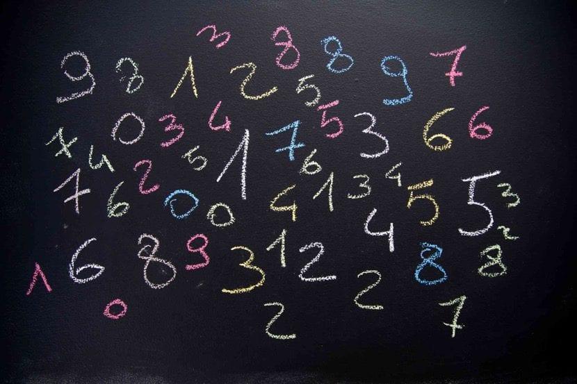 numerologia en una pizarra