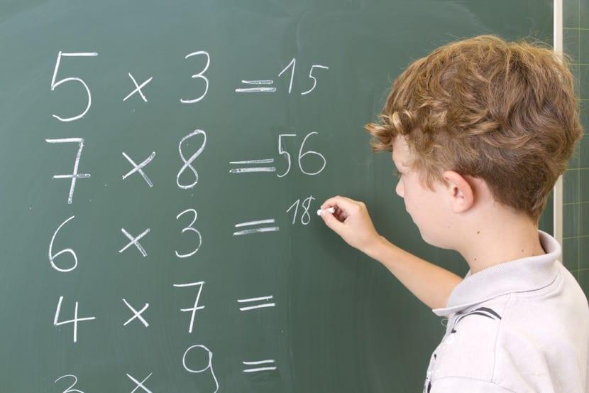 nene con dificultades en las matematicas