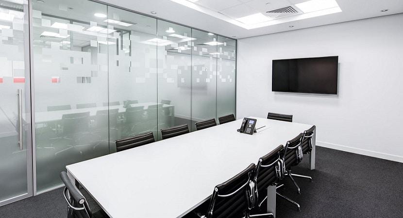 Sala de reuniones en espacio coworking