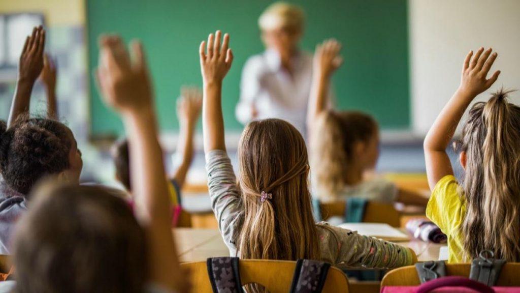 nenes en clase