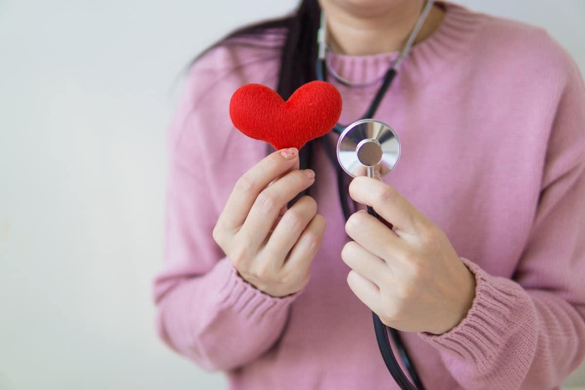 ¿Qué es un paramédico y qué funciones realiza?